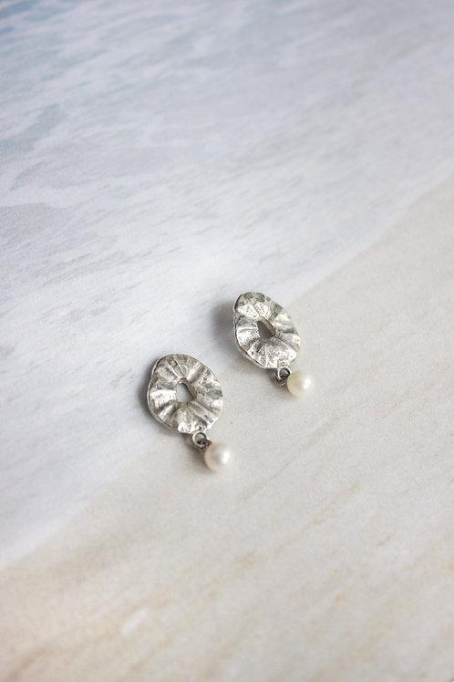 Серьги гвоздики на каждый день, пусеты, жемчуг, серебро 925 пробы, ювелир Екатерина Толстая, лаконичные дизайнерские серьги