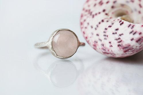 кольцо ручной работы, натуральный розовый кварц, серебро 925 пробы, современное изделие, тренд, СПб, Москва купить онлайн