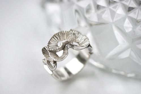 резное кольцо, серебро 925 пробы, ювелир Екатерина Толстая, кольцо ручной работы, купить онлайн СПб, современный дизайн