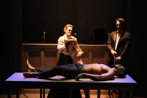 Queen Clytemnestra in The Oresteia Project (copyright Chae Chaput & USC SDA)