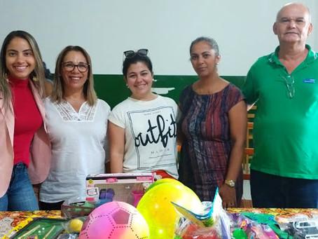 Acija, CDL e Sebrae realizam entrega de brinquedos em instituições