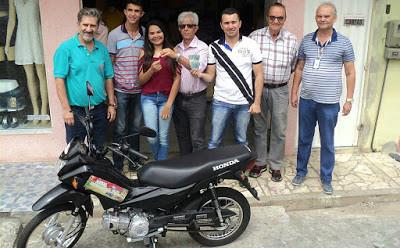 Jesse Alane Vieira recebeu uma moto Biz 0 Km da Promoção Mega Natal da Acija 2016