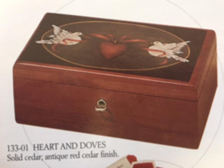 Lane cedar box - Doves