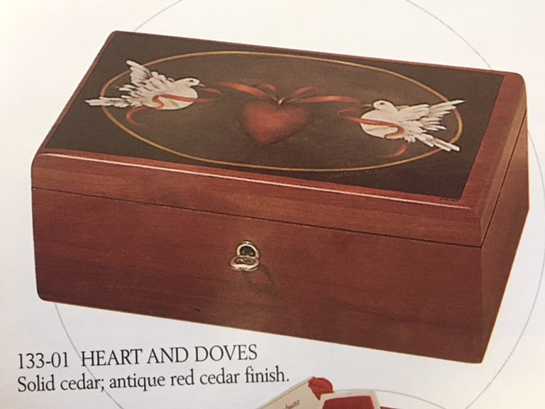 Lane cedar box - Doves