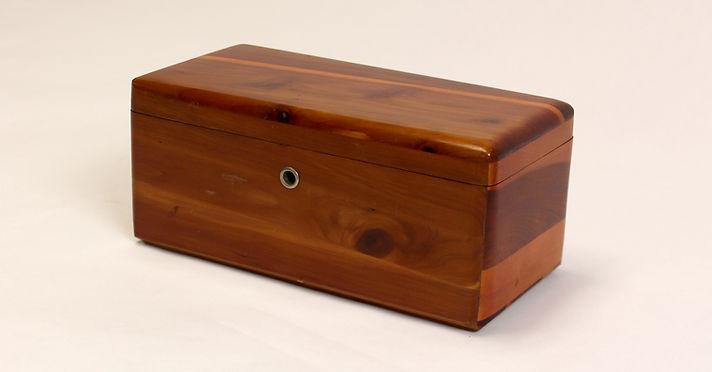 Lane cedar box width