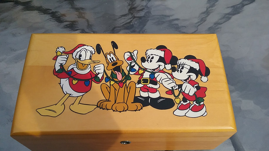 Lane cedar box - Disney