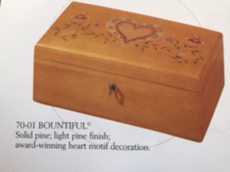 Lane cedar box - Heart