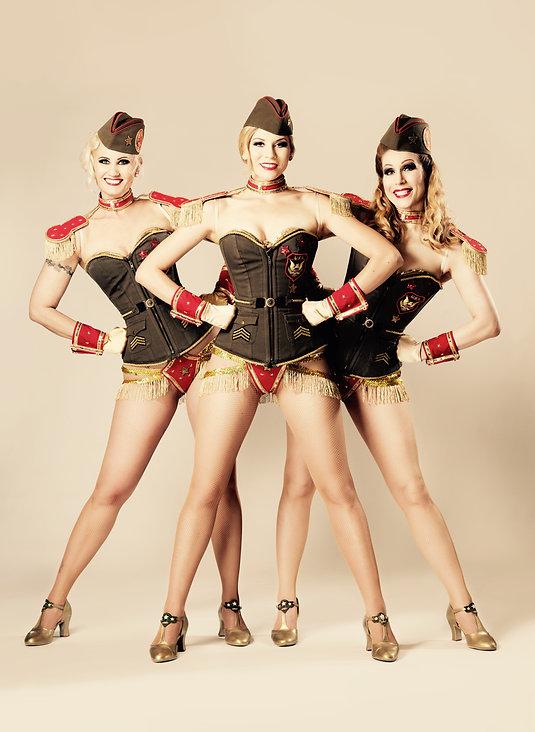 Blonde Bombshell Burlesque buchen aus München. Showgirls Dixie Dynamite, Lilly Libelle und Rose Rainbow