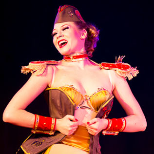 Lilly Libelle Blonde Bombshell Burlesque München