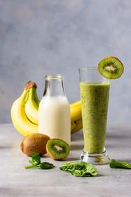 Zdjęcie kompozycyjne shake kiwi i banan - Food Style.com.pl
