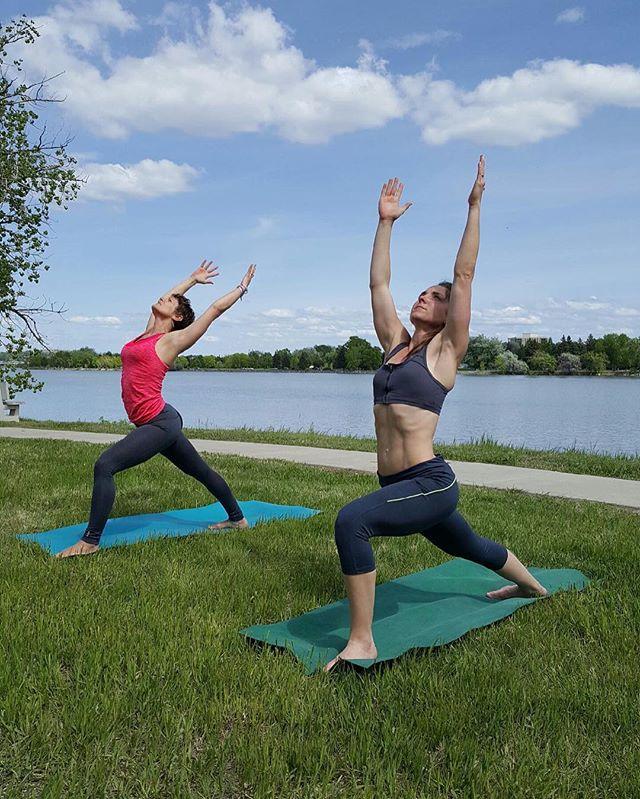 Beautiful yoga session with a friend! _michelley521620 #fitlife #yoga #yogaeverywhere #getoutside
