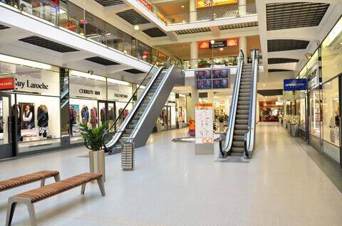 אפקט הקורונה: מרכזי קניות שוממים, ירידי מכירות מבוטלים - עלייה חדה במכירות באונליין