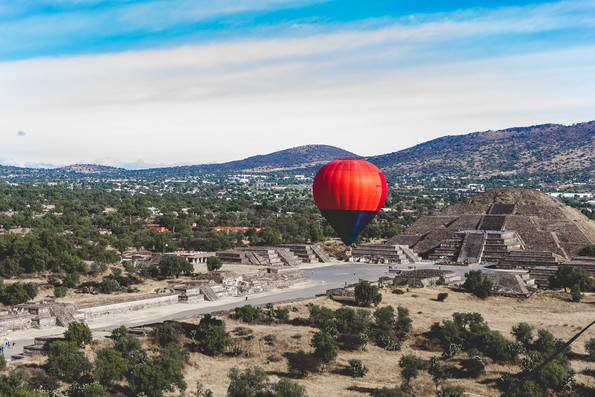 Hot air balloon taking off in Teotihuacán