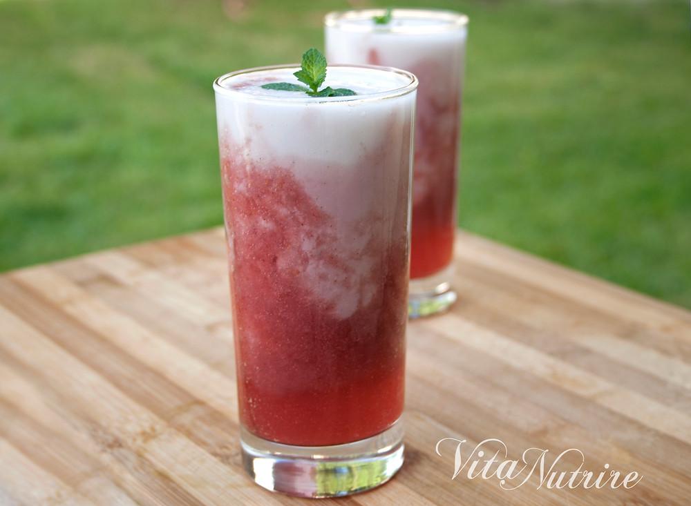 smoothie vegano de morango e coco