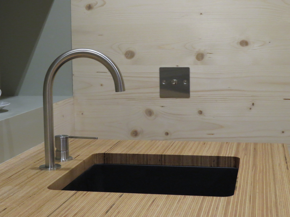 WAVE - CEA tap and sink