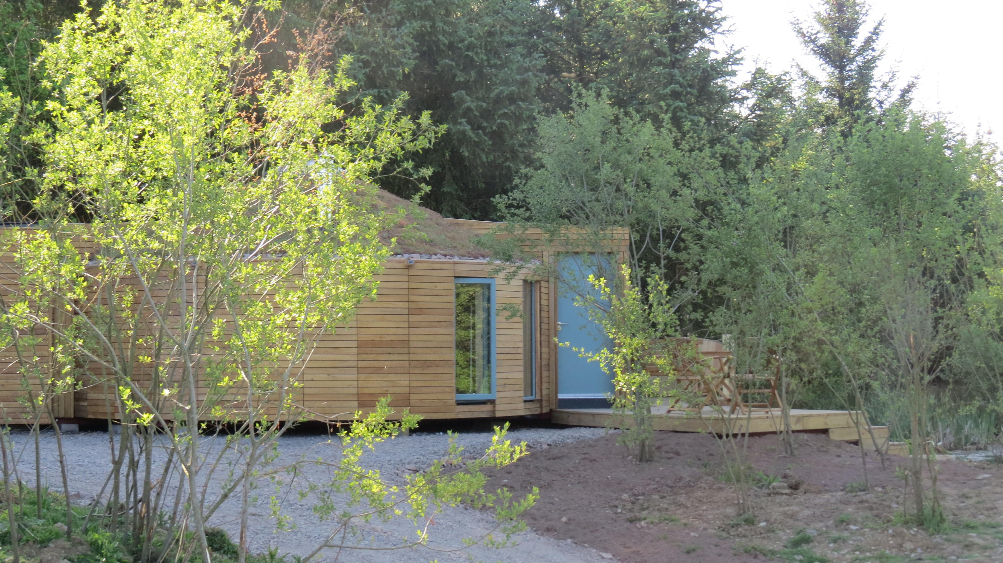 Yurt exterior 2 HR