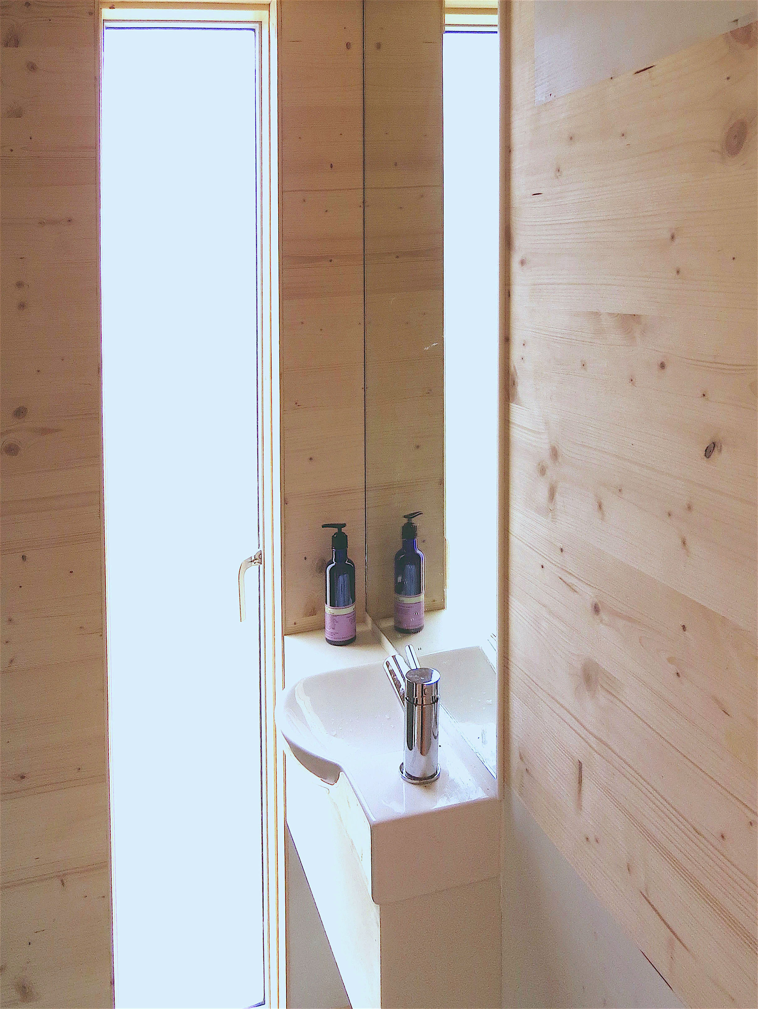 Burnhead Bothy Shower room