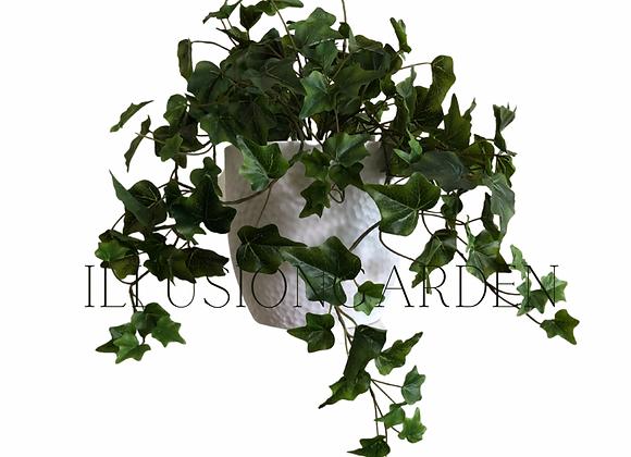 Planta Yedra artificial en maceta blanca martillada