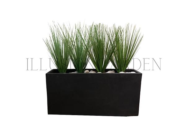 Planta artificial Grass en maceta negra de cemento
