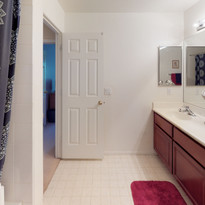 25 Bathroom 2 Upstairs.jpg