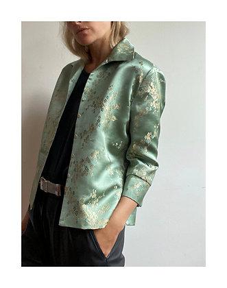 La Frivole, chemise courte en brocart fleuri vert amande