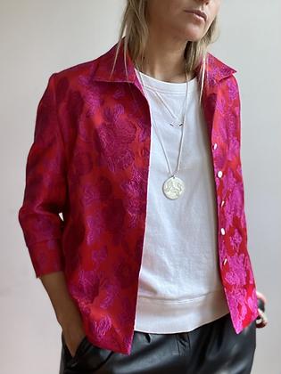 La Frivole, chemise courte en brocart fleuri rouge et rose