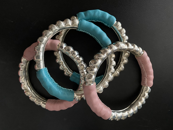 Miao bracelet in copper and electric blue leather
