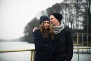 Paare in der Winterlandschaft