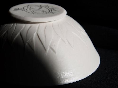 Grand bol en porcelaine sculpté