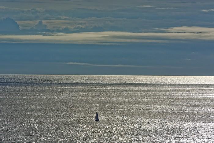 voilier ,le soir en mer d'iroise
