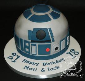 R2D2 Star Wars cake