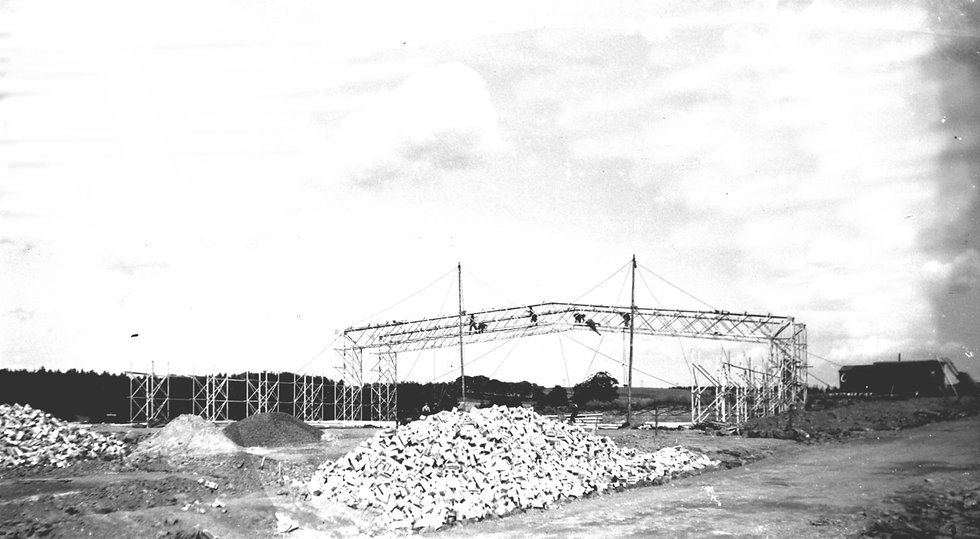 524458 hangar frame under construction.j
