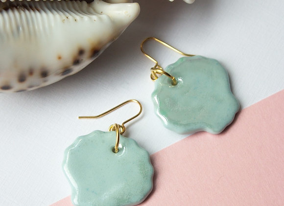 Sky blue mother of pearl lustre shells