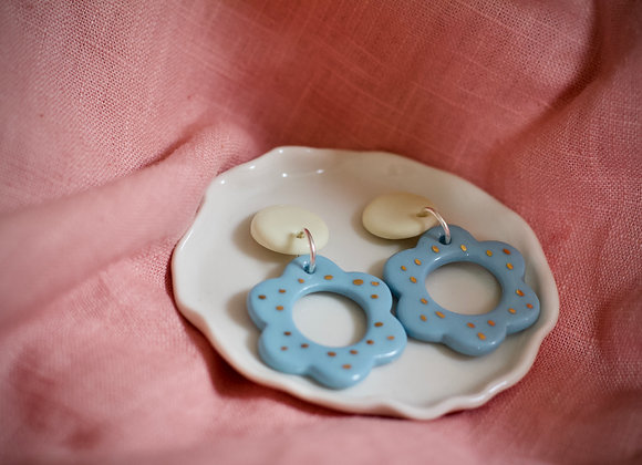 Flower hoops in cream and blue