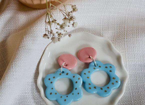 Flower hoops in pastel pink and blue