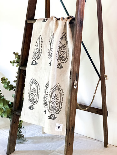 'Lilly' Vintage Print Linen Table Runner by Weave & Burrow