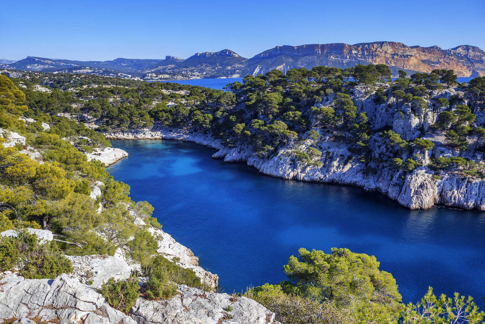 freepik-calanques-port-pin-cassis-france