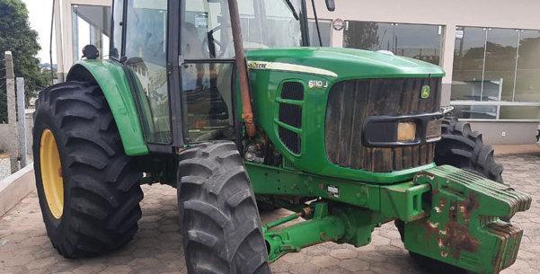 Trator John Deere | 6110J | 2012