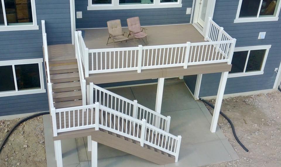 Tall deck with vinyl railing