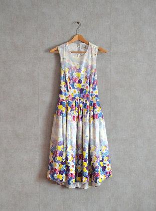 Sukienka z odkrytymi plecami w piękny kwiatowy wzór S