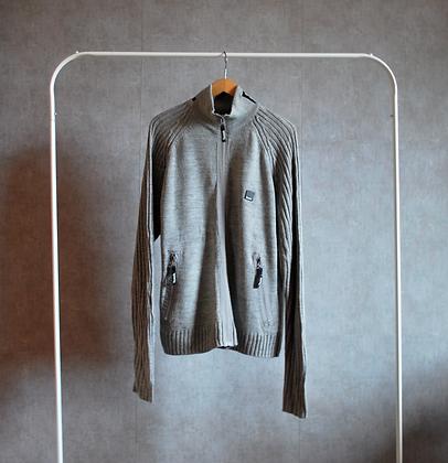 Sweter szary z długimi rękawami L