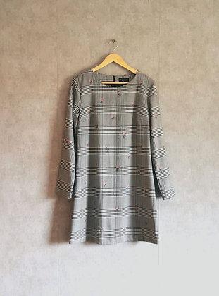 Krótka sukienka w kratkę z różyczkami M