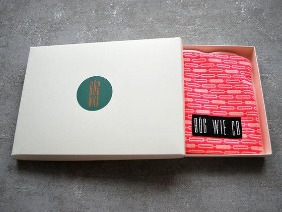 Jaskrawo-różowa kosmetyczka