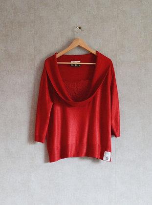 Czerwona bluzka z pięknym dekoltem z koronką XL