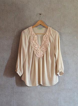 Jedwabna pastelowa bluzeczka z ozdobnym dekoltem XL