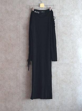 Sukienka czarna z odkrytym ramieniem L