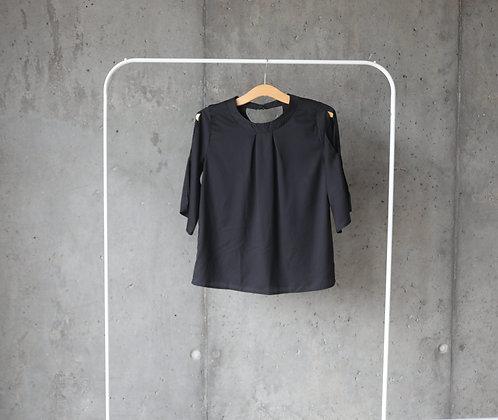 Bluzeczka czarna z wycięciami na rękawach L