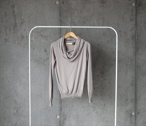 Sweterek beżowy z kominem L