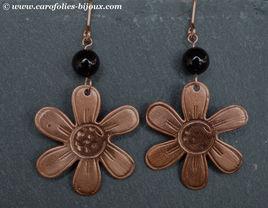 boucles-oreilles-fleur-cuivre-agate-noir