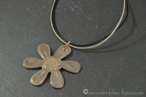 Collier en bronze blanc